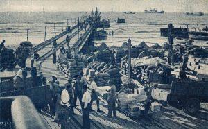 לאחר המרד הערבי הפך נמל תל אביב לנמל שוקק וחשוב, והוא המשיך למלא תפקיד מרכזי עד להקמת נמל אשדוד ב־1965. נמל תל אביב בשנותיו הראשונות