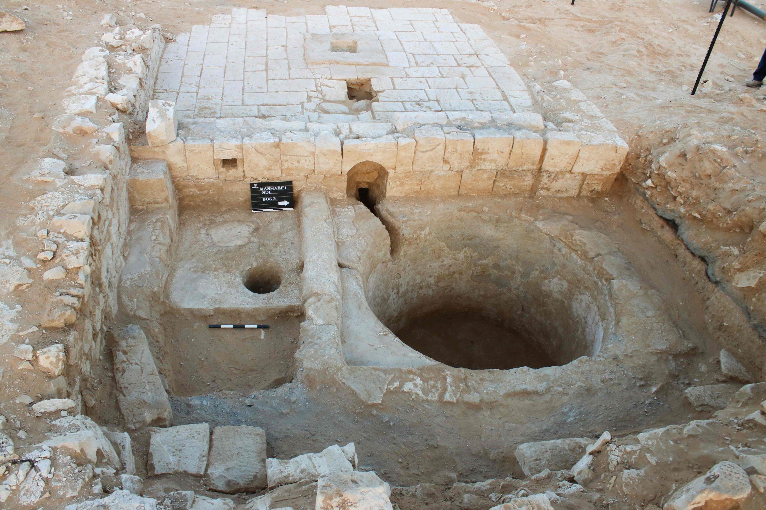 הפתעה ארכאולוגית בנגב. הגת המשולבת במבנה.