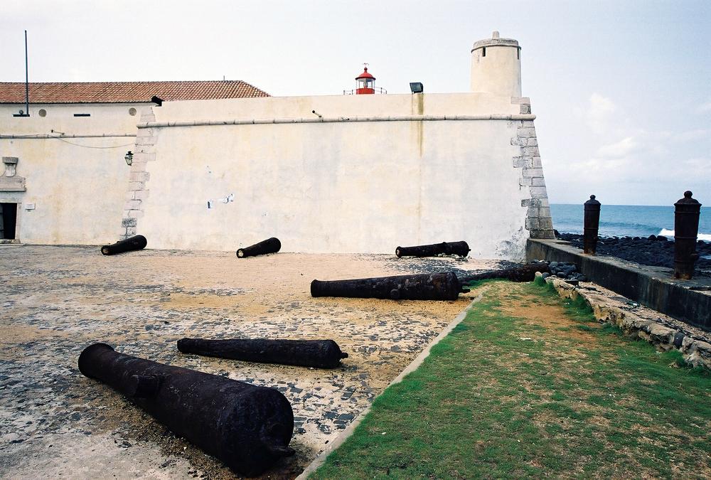 מבצר פורטוגזי על האי סנט תומס שבמפרץ גינאה. חורף 2005