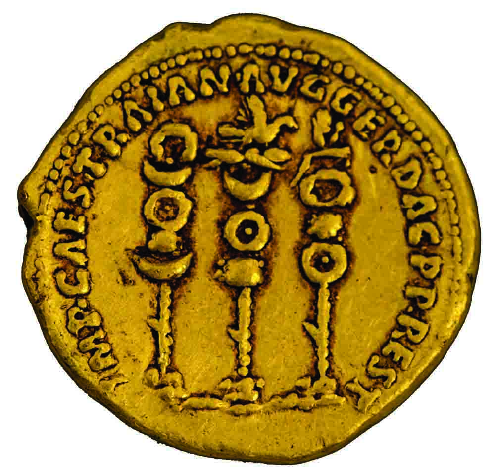 סמלי הלגיונות הרומיים ולצדם שמו ותאריו של טריאנוס