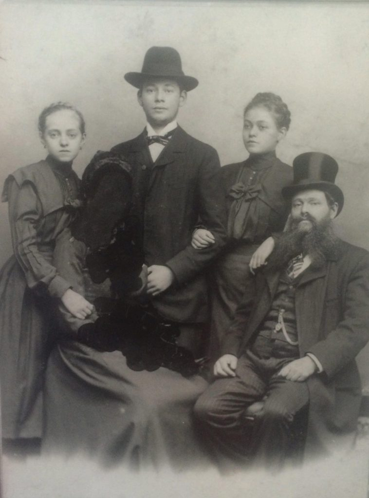 Arye Steinberger with his three children (left to right), Gisella, Salomon, and Regina, circa 1900. A fifth figure, presumably Arye's wife Brenda, has been inked out of the picture
