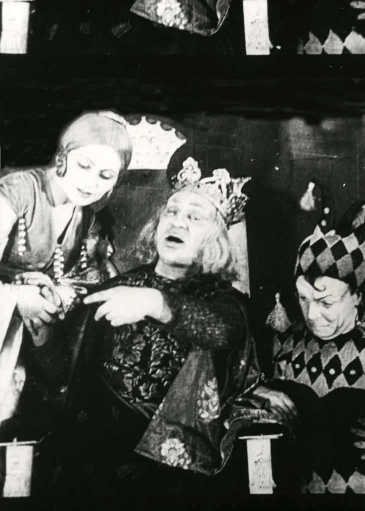 GOSET production of King Lear, directed by Sergey Rodlov, with Solomon Mikhoels in the title role and Benjamin Zuskin as the fool