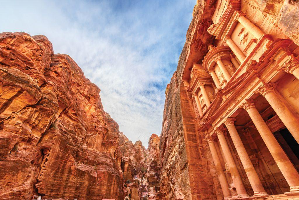 המבנים החצובים של פטרה נחשבים עד היום בין המרשימים ביותר בעולם שנעשו בידי אדם, וב־2007 נבחרה פטרה במשאל בינלאומי לאחד משבעת פלאי תבל החדשים