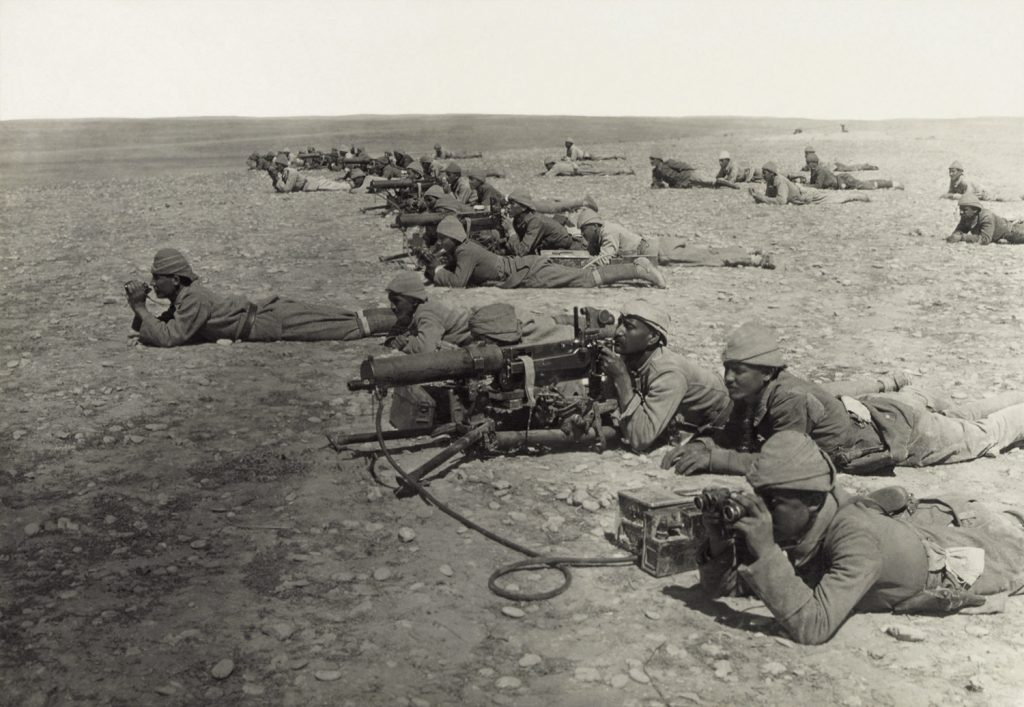 Turkish artillery soldiers in position at Tel Shara, a defensive post in the lines stretched by the Germans and Ottomans between Gaza and Beersheba, 1917