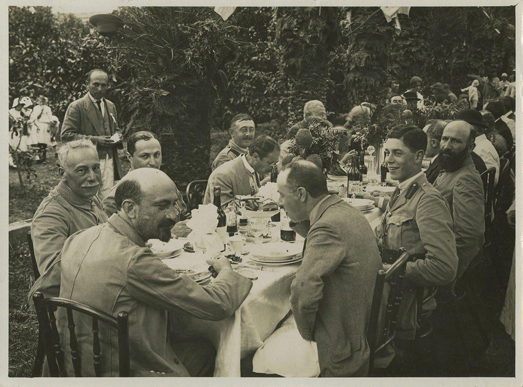 אנשי ועד הצירים בראשות ויצמן, ובהם גם אהרנסון, בעת ביקורם בראשון לציון, 1918