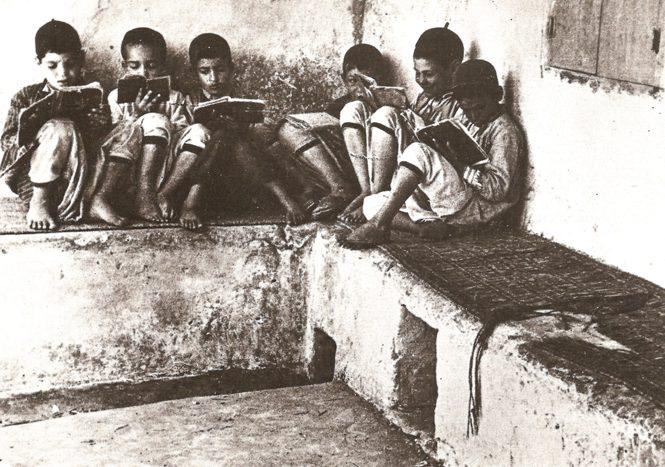 רבי כלפון התנגד ללימודי חול בבתי הספר של כי״ח. ילדים לומדים תורה בג׳רבה