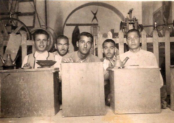 הצורפים עבדו כל הלילה כדי להפוך 43 קילוגרם זהב ל־50 קילוגרם. צורפים בג׳רבה