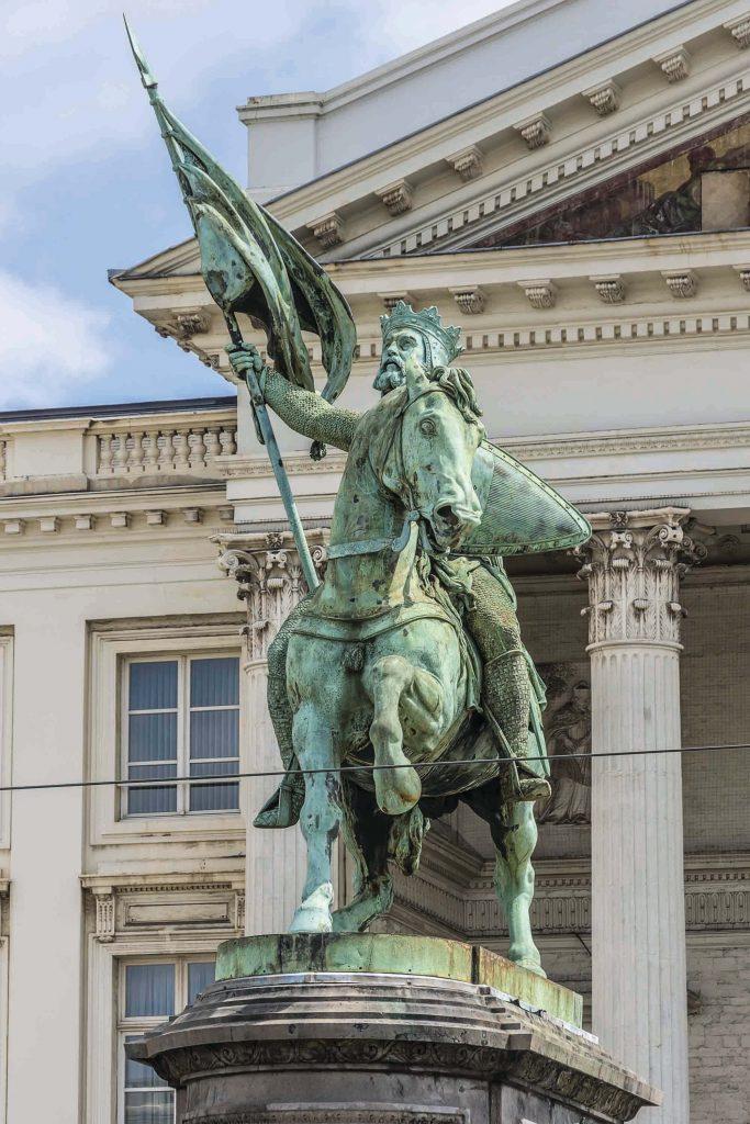 גוטפריד מבויון. פסל המוצב בכניסה לכנסייה בבריסל
