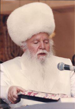ראש הישיבה הקודם, הרב מאיר יהודה גץ, בחנועתה המחודשת של הישיבה בעיר העתיקה