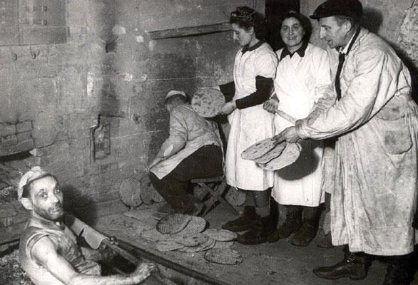 Baking matza in the Łódz ghetto, 1943
