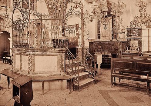 פאר והדר. פנים בית הכנסת בראשית המאה העשרים