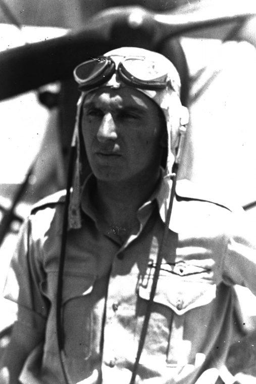 עמנואל צור במדים, טייס ראשי ומדריך טייס בחברת אווירון, 1938