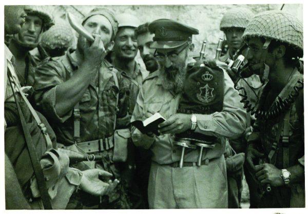 הוכחה ניצחת. בתודעה ההיסטורית הישראלית נחרתה תקיעת השופר של הרב גורן ליד הכותל, אולם הראשון שתקע בשופר היה דווקא המג״ד עילם — חצוצרן מנוסה בפני עצמו