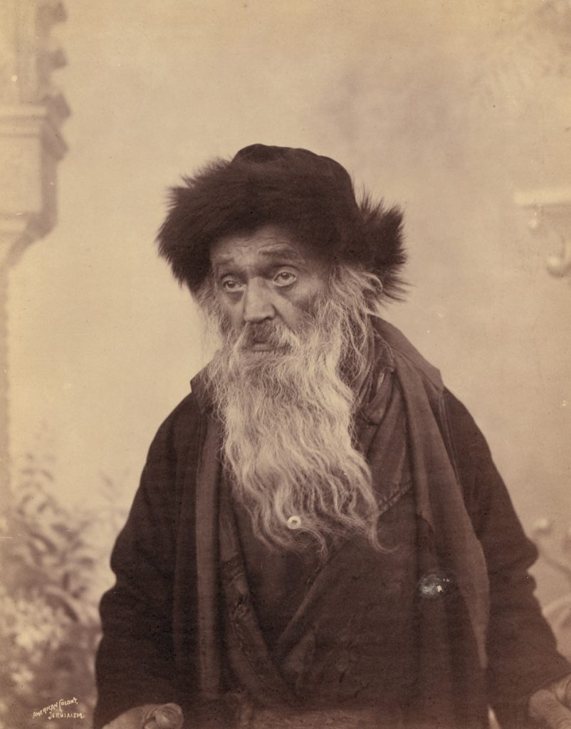 Ultra-Orthodox Jerusalemites – Hasidic or not – long donned their own particular shtreimel, distinguished by its relatively low height. Jerusalem, circa 1900 Photo: Eric and Edith Matson Collection, Library of Congress