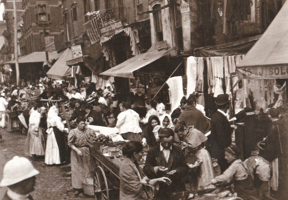 The Jewish market on Hester Street, on the Lower East Side, at the beginning of the 20th century. Hester Street was filmed here in the 1970s. The Jewish immigrant community once centered here has been replaced by other new immigrants, and the street has become part of Chinatown
