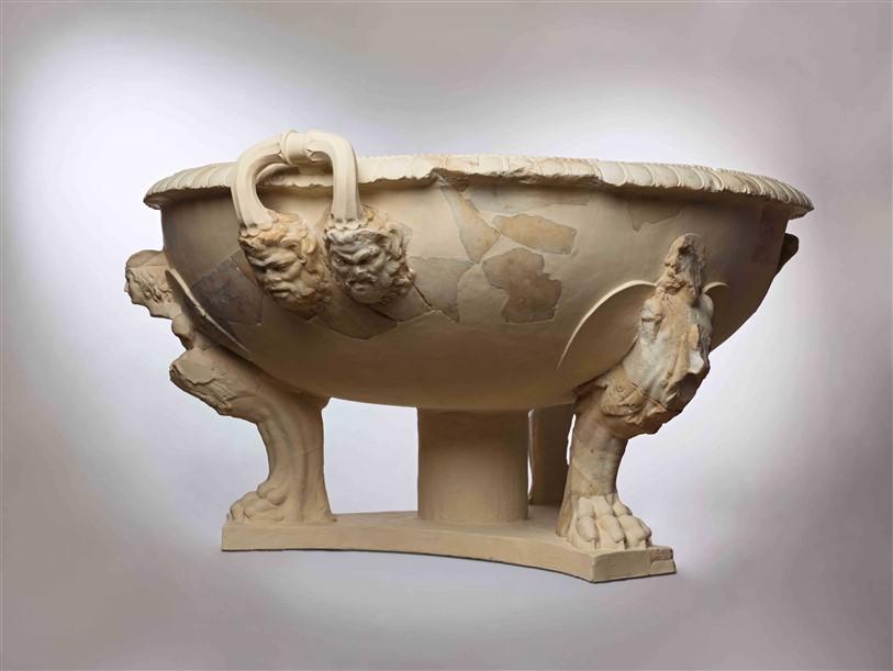 אגן שיש מפואר לרחצה שניתן להורדוס כמתנה, כנראה על ידי אוגוסטוס קיסר, או משנהו מרקוס אגריפה