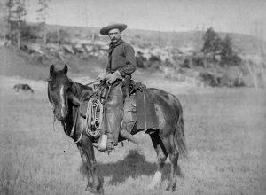 צילום סטריאוטיפי של קאובוי במערב הפרוע, 1887. מאוסף ספריית הקונגרס האמריקני