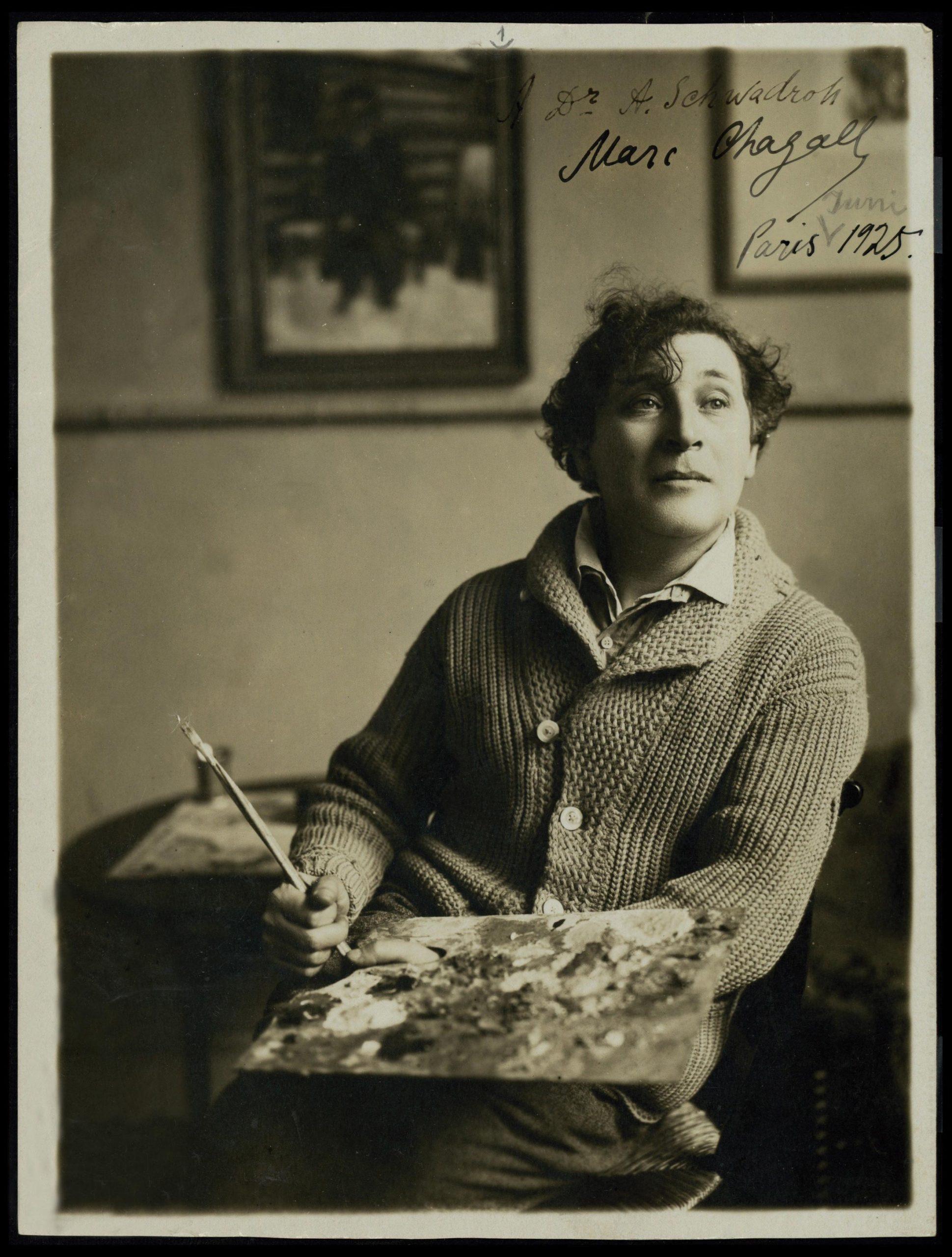 נמשך לסוריאליזם הפריזאי ולחיי האמנות והתרבות העשירים של עיר האורות. מארק שאגאל הצעיר יוצר בפריז באדיבות הספרייה הלאומית
