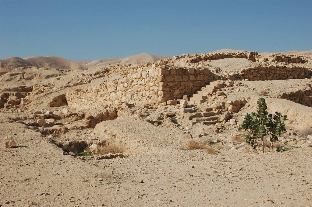 קודש וחול, מצוות ושעשועים. לצד בית המרחץ המפואר ביריחו נמצא גם מקווה טהרה