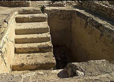 בארמונותיו השונים של הורדוס התגלו מקוואות רבים המעידים על הקפדה על דיני טהרה. מקווה שהתגלה בארמון ההרודיאני ביריחו.