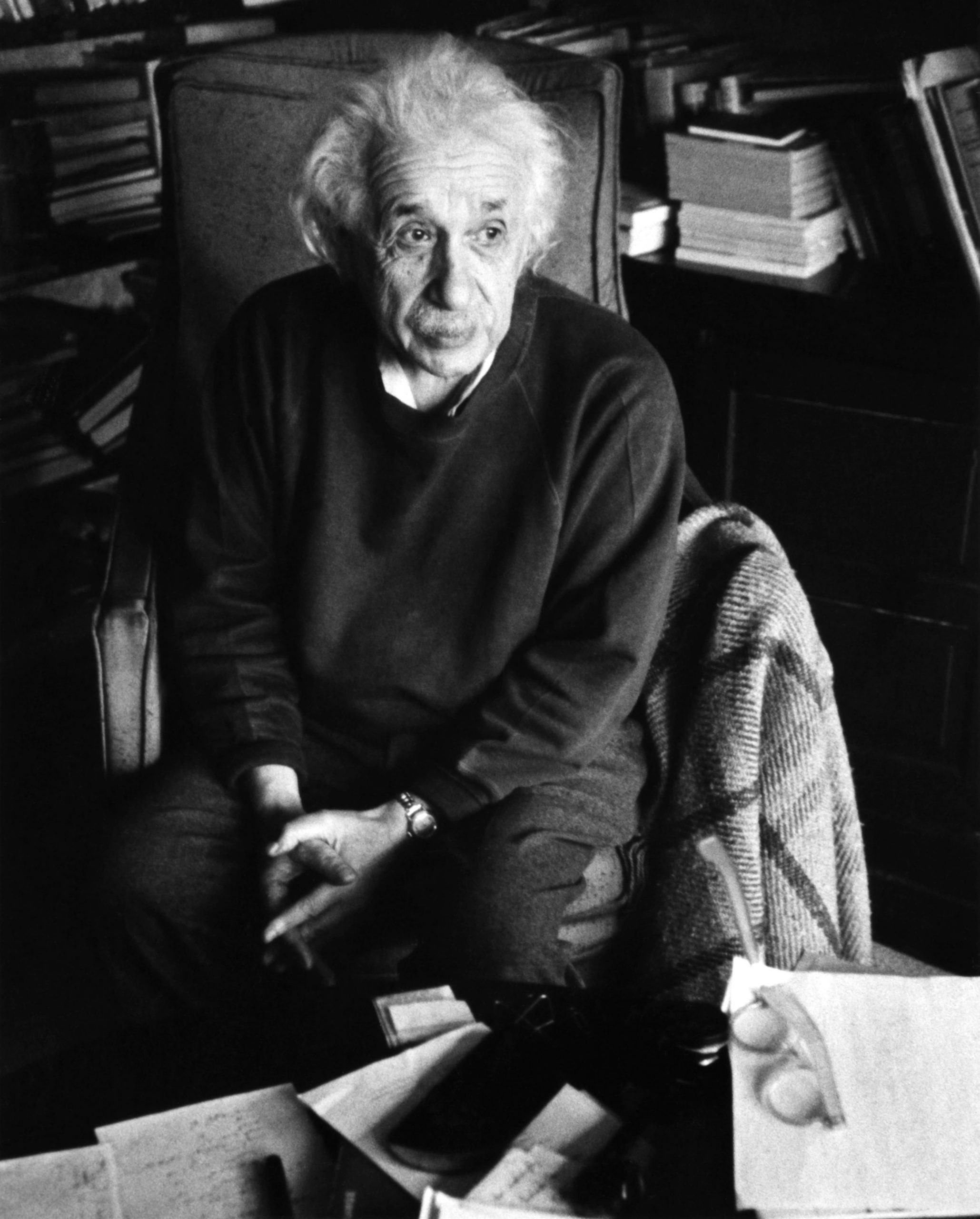 Einstein spent his last two decades at the Institute for Advanced Study (IAS), in Princeton, New Jersey. The institute relieved him of teaching duties and allowed him to devote himself to research. Einstein in his IAS office, 1955