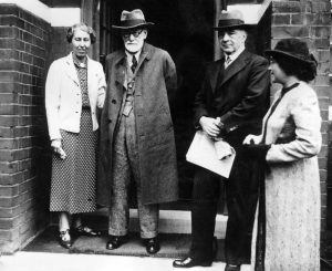 Fleeing the Nazis, Freud ended up in London, surrounded by family and friends who'd also found refuge there. Freud on arrival in London, 1938, with his daughter Mathilde, (left), Ernest Jones, and daughter-in-law Lucie Freud