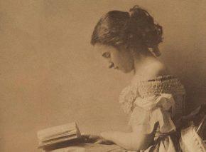 אישה צעירה קוראת בספר, שנות השישים של המאה ה-19
