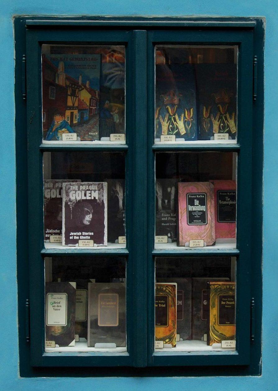 'בית קפקא' ברחוב רדינצה 5 בפראג — הבית שבו נולד הסופר היהודי הגדול. כיום נמצא בבית — שתיירים רבים עוברים לידו ומצלמים אותו אך רק בודדים נכנסים לתוכו — מוזאון קטן ולא מרשים במיוחד של תולדות פראג היהודית