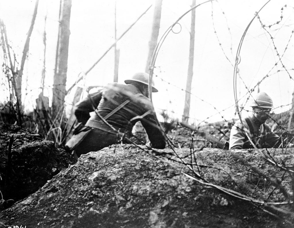 As the trenches spread across Europe, all sides stretched thousands of kilometers of barbed wire across the front lines. French and American soldiers cut wire fences in 1918