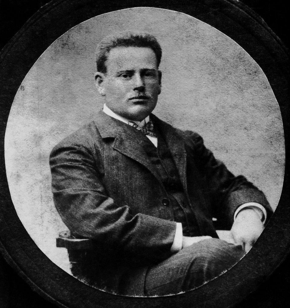 אהרן אהרנסון הצעיר היה בחור מבריק שהצליח בכל אשר עשה והתקדם במהירות בתחומים רבים, ובעיקר בחקר הבוטניקה של המזרח התיכון. שיאה של ההתקדמות הזו היה הקמתה של תחנת המחקר בעתלית ב-1910. אהרנסון בשיא פעילותו המדעית, 1910