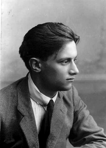אבשלום פיינברג היה ידוע ביישוב העברי כגבר יפה תואר ונשים רבות חיזרו אחריו. תמונה משנות העשרה של המאה העשרים