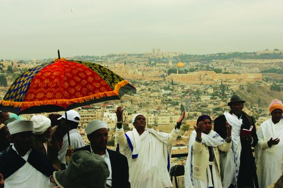 גם בישראל הטקס בראש הר, טיילת ארמון הנציב
