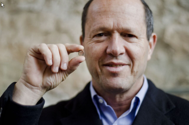 Jerusalem mayor Nir Barkat with the clay disc stamped by his First Temple equivalent