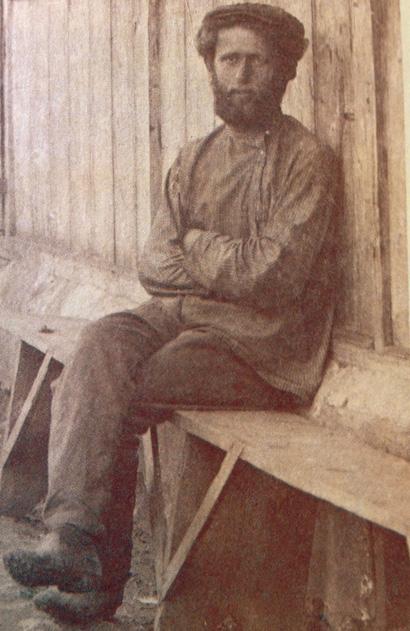 נח נפתולסקי, ידידה הטוב של רחל, היה בדומה לה נצר למשפחת רבנים מפוארת. נפתולסקי היה בוטניקאי ומראשוני האגרונומים והמדריכים החקלאיים בארץ. תגליתו החשובה הייתה מציאת השושן הצחור בגליל לאחר שחשבו כי נעלם מהארץ. אהבתו לרחל מנעה ממנו להינשא לאחר שנפטרה והוא נותר רווק