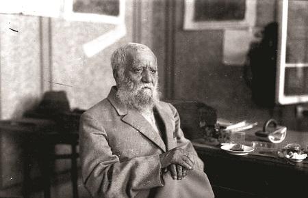 """אלכסנדר זיסקינד רבינוביץ (אז""""ר). טען כי חבורת המקובלים פעלה כקומונה"""