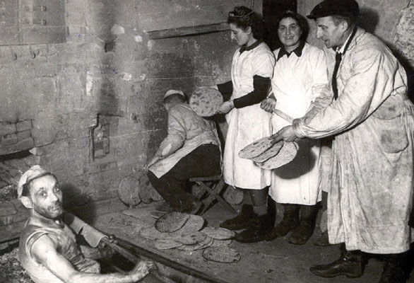 Baking matza in the Łódz ghetto, 1943