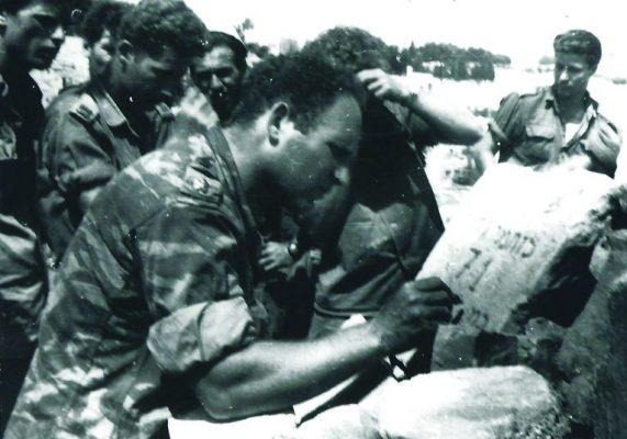 אנדרטה מאולתרת ללוחמי גדוד 71 שהפכה למקום התייחדות עם הנופלים. עילם חורת על האנדרטה בשכונת ואדי ג׳וז