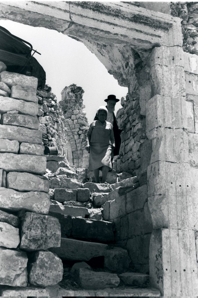 Two of the Jewish Quarter's original inhabitants, forced to abandon their home in 1948, revisit the ruins of the Hurva a few days after the Six-Day War. The area was unrecognizable both after the Jordanians had destroyed it and after the Israeli government rebuilt in the seventies and eighties