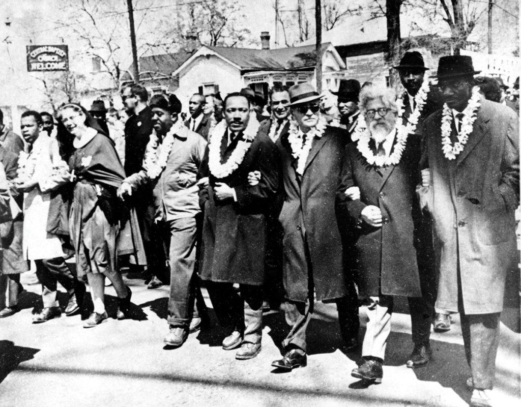 פרופ' אברהם יהושע השל, מראשי הזרם הקונסרבטיבי בצעדה למען זכויות אדם עם המנהיג השחור מרטין לותר קינג