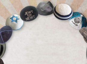 שלושה יהודים, ארבעה בתי כנסת