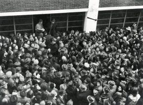 מפעל ההצלה הגדול ביותר בתולדות השואה. המונים צובאים על בית הזכוכית בניסיון לקבל הגנה דיפלומטית