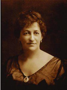 מונש נודע בקשריו עם נשים רבות, אך בסופו של דבר נישא. חנה ויקטוריה מוס, אשתו של ג'ון מונש