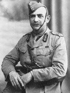 היהודי שהיה ליקיר האומה האוסטרלית. ג'ון מונש במדים. קהיר, 1915