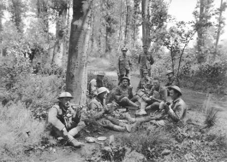 תכניתו של מונש לשילוב בין זרועות הצבא בקרב האמל הובילה לשינוי בתפיסת המלחמה המודרנית. חיילים ממדינות ההסכמה בהפוגה באזור האמל