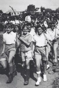 """רון בלב ואת ביד. תהלוכת נטיעות של בית ספר בתל אביב, ט""""ו בשבט תרצ""""ו (1936)"""