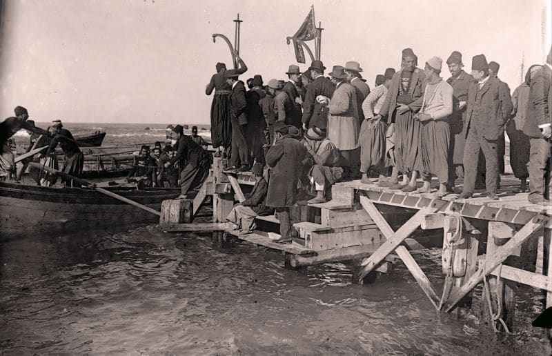 לא ידעו לאיזו עלייה הם שייכים. עולים בנמל יפו בראשית המאה העשרים