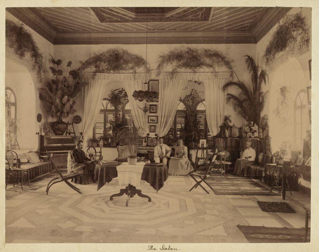 הסלון המפואר בבית שבנה רבאח אל-חוסייני לארבע נשותיו. המבנה הושכר לאנשי המושבה האמריקנית ולבסוף אף נמכר להם