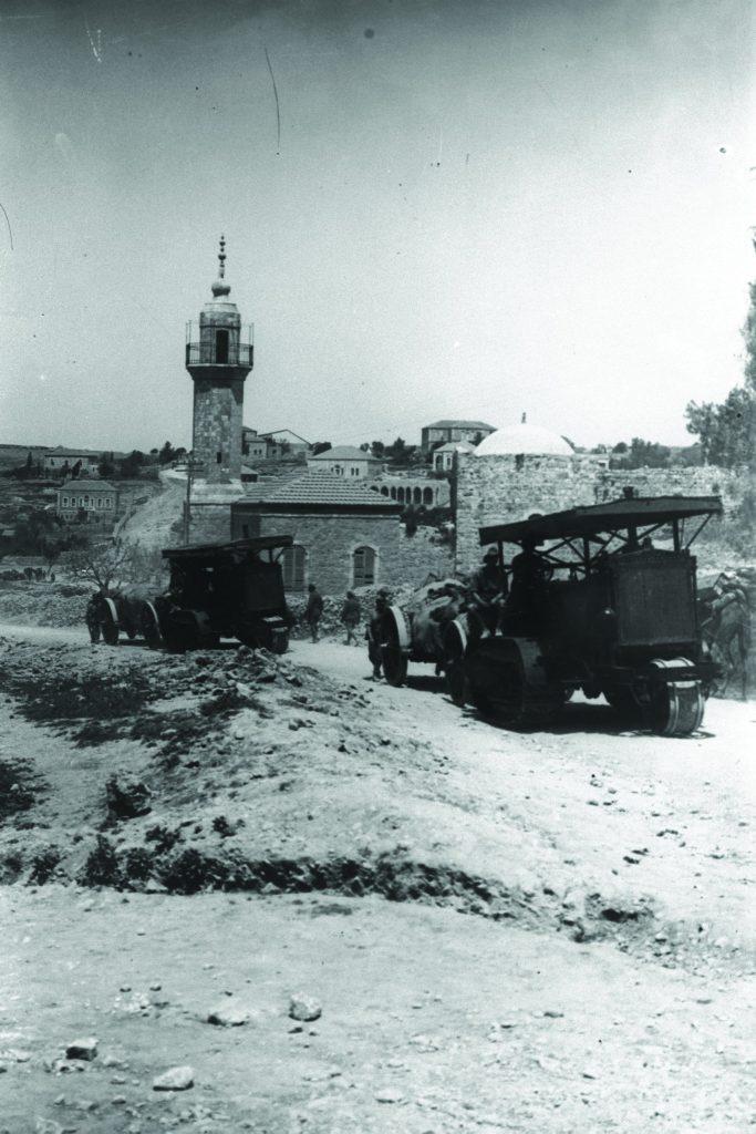 תותחים בריטיים עוברים ליד שכונת שייח' ג'ראח בדרכם לכיבוש צפון הארץ במלחמת העולם הראשונה