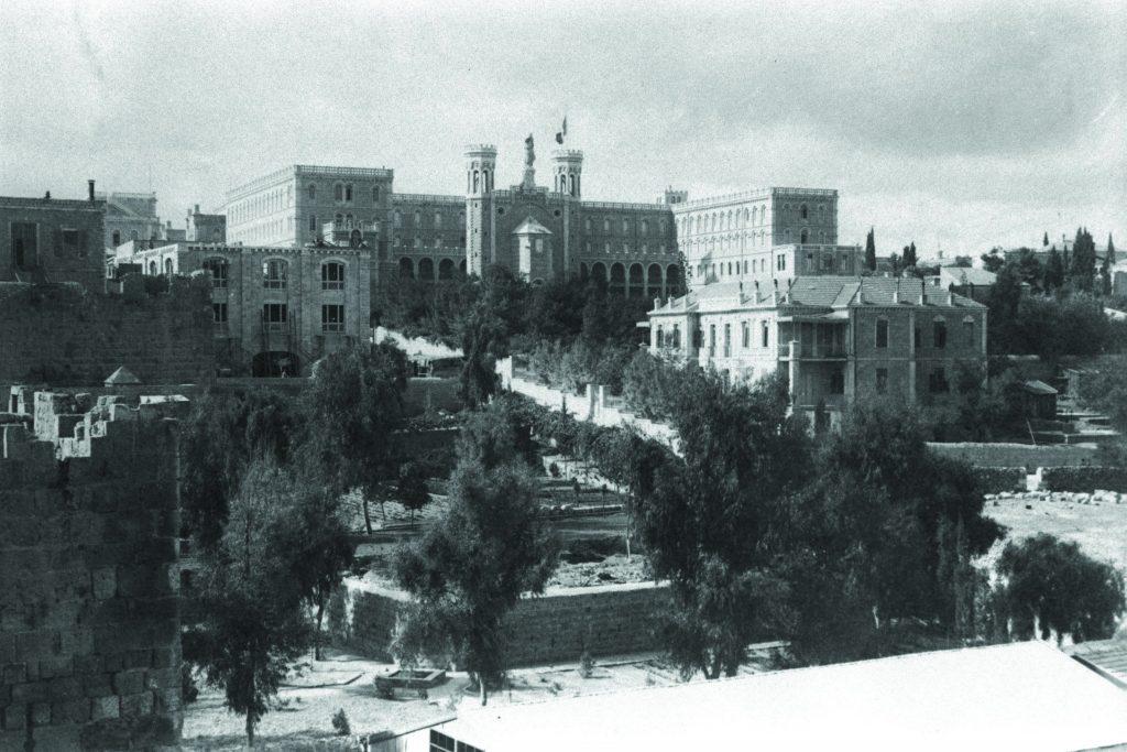 הנוצרים היו הראשונים שבנו מחוץ לחומות במאה ה-19. אכסניית נוטרדם, סביבות 1910