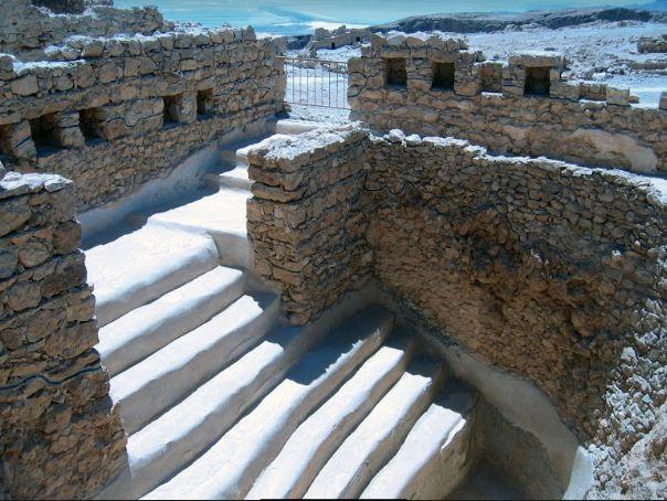יגאל ידין זיהה שלוש ברכות במצדה כמקוואות והעלה את המודעות הארכאולוגית לקיומם. המדרגות למקווה במצדה